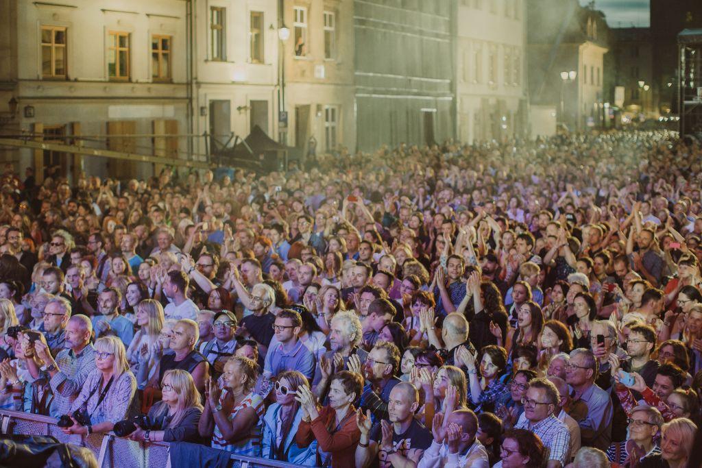 The scene at Shalom on Seroka Street, the free concert after Shabbat at the 27th Krakow Jewish Culture Festival. (Michal Ramus/Krakow Jewish Culture Festival/via JTA)