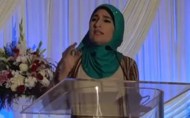 Muslim-American activist Linda Sarsour speaks at the Islamic Society of North America (ISNA) convention in Chicago, July 2017. (Screenshot)