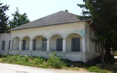 The synagogue in Edinets, Moldova where 90 Jews were murdered during the Holocaust, now up for sale on Holocaust Street. (Julie Masis/Times of Israel)