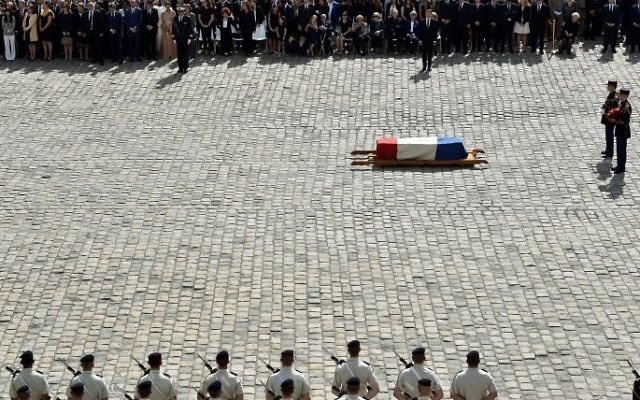 French President Emmanuel Macron (C, top) attends a tribute ceremony for French politician and Holocaust survivor Simone Veil in the courtyard of the Invalides in Paris, France, on July 5, 2017.  (AFP PHOTO / ALAIN JOCARD)