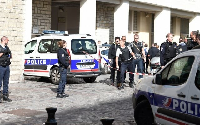Police gather at the scene of a suspected car-ramming attack on French soldiers on patrol in the Paris suburb of Levallois-Perret on August 9, 2017. (AFP Photo/Stephane De Sakutin)