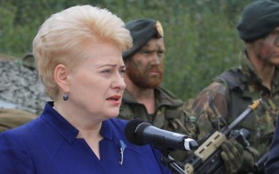 Lithuanian President Dalia Grybauskaite talks to soldiers serving in the NATO enhanced Forward Presence (eFP) battalion battle group in Rukla, Lithuania, August 11, 2017. (AFP/Petras Malukas)