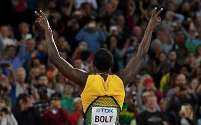 Jamaica's Usain Bolt gestures to the crowd before the start of the final of the men's 4x100m relay athletics event at the 2017 IAAF World Championships at the London Stadium in London on August 12, 2017. / AFP Photo/Kirill Kudryavtsev)