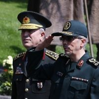 General Staff of the Armed Forces of Iran, Mohammad Bagheri, right, salutes the honor guards as he is welcomed by Chief of the General Staff of the Turkish Armed Forces Hulusi Akar during his official visit at the Turkish General Staff headquarters in Ankara, on August 15, 2017.  (AFP/STR)