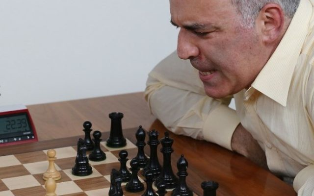 Grandmaster chess player Garry Kasparov scowles at the chessboard during a match against grandmaster Levon Aronian during day two of the Grand Chess Tour at the Chess Club and Scholastic Center in St. Louis on August 15, 2017. (AFP PHOTO / BILL GREENBLATT)