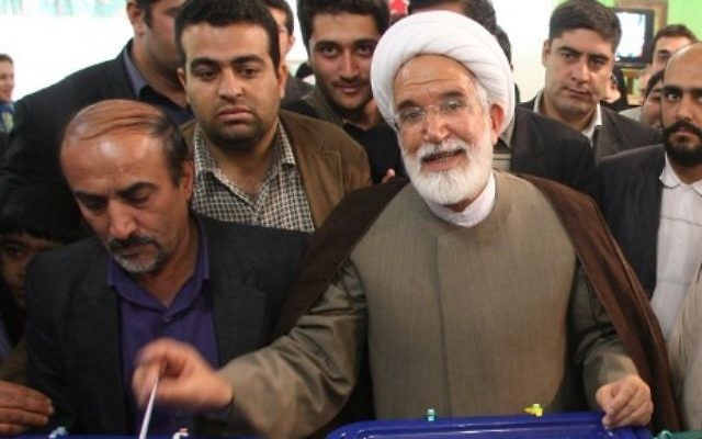 Iranian presidential candidate Mehdi Karroubi casting his ballot at a polling station in Tehran, June 12, 2009. (ATTA KENARE / AFP/ File)