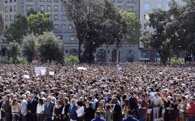 People wait before a minute of silence for the victims of the Barcelona attack at Plaza de Catalunya on August 18, 2017. (AFP/Javier Soriano)