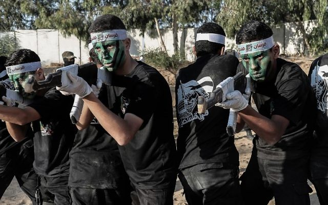Young Palestinians take part in a military graduation ceremony at a Hamas summer camp in Khan Yunis, in the southern Gaza Strip, on August 18, 2017. (AFP PHOTO / SAID KHATIB)