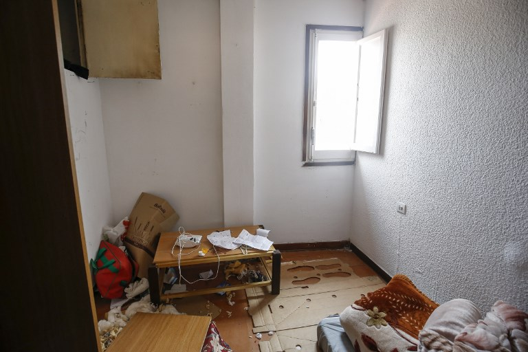 A picture taken on August 19, 2017 with the shows the flat of imam Abdelbaki Es Satty after police officers carried out a search linked to the deadly terror Barcelona attack at the home in Ripoll, two days after a van ploughed into the crowd, killing 13 persons and injuring over 100. (AFP PHOTO / PAU BARRENA)