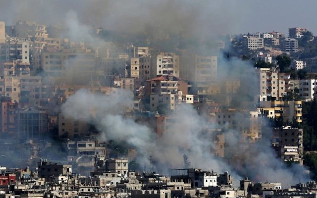 Smoke rises from buildings in Ain el-Helweh, Lebanon's largest Palestinian refugee camp, near the southern coastal city of Sidon, during clashes between Palestinian forces and Islamist fighters on August 19, 2017.(AFP PHOTO / Mahmoud ZAYYAT)
