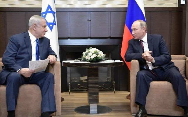 Russian President Vladimir Putin (R) meets with Prime Minister Benjamin Netanyahu at the Bocharov Ruchei state residence in Sochi on August 23, 2017. (AFP/Sputnik/Alexey Nikolsky)