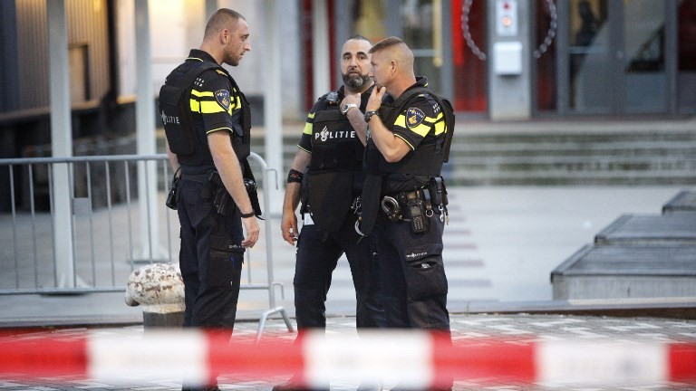 Police are seen in the Dutch city of Rotterdam after a concert by Californian ban Allah-Las was canceled over a terror threat on August 23, 2017. (AFP Photo/ANP/Arie Kievit)