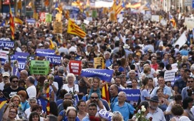 People attend a march against terrorism which slogan is #NoTincPor (I'm Not Afraid) in Barcelona on August 26, 2017, following the Barcelona and Cambrils attacks that killed 15 people and injuring over 100. (AFP PHOTO / PAU BARRENA)