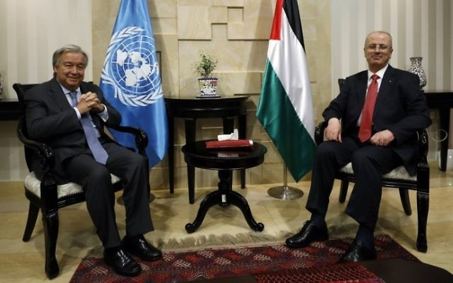 United Nations Secretary General Antonio Guterres (L) meets with Palestinian Authority Prime Minister Rami Hamdallah (R) in the West Bank city of Ramallah on August 29, 2017. (AFP Photo/Pool/Mohamad Torokman)