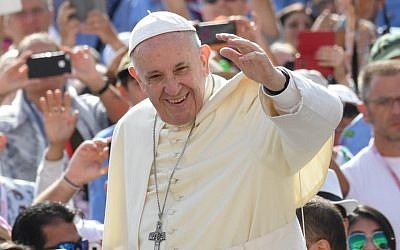 Pope Francis waves to the faithful as he arrives for his weekly general audience at St Peter's square on August 30, 2017 in Vatican.  (AFP PHOTO / ANDREAS SOLARO)