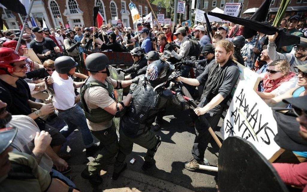White nationalists, neo-Nazis and members of the 'alt-right' clash with counter-protesters as they enter Lee Park during the 'Unite the Right' rally August 12, 2017 in Charlottesville, Virginia. (Chip Somodevilla/Getty Images/AFP)