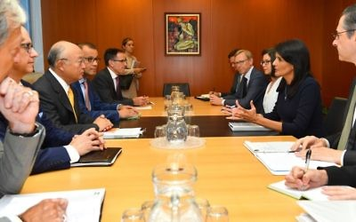 IAEA Director General Yukiya Amano, center left, meeting with US Ambassador Nikki Haley, center right at the IAEA headquarters in Vienna, Austria on August 23 2017. (Dean Calma / IAEA)