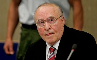 German right wing extremist Ernst Zundel in a court in Mannheim, southern Germany, at the beginning of a trial to face charges including incitement libel and disparaging the dead, November 8, 2005. (AP Photo/Michael Probst)
