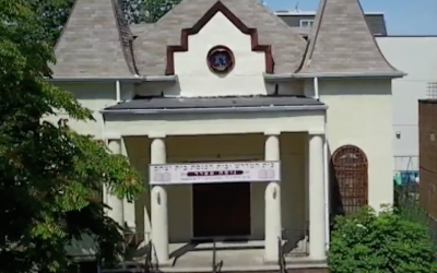 Chevra Anshei Lubavitch synagogue (Screenshot from CBS New York via JTA)