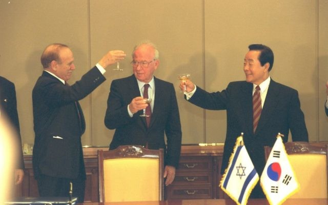 From left to right: Israel's ambassador to South Korea, Asher Naim, PM Yitzhak Rabin and South Koreak president Kim Yung Sam in Seoul, December 1994 (Yaacov Sa'ar/GPO)