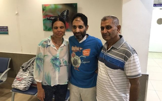 Niv Nehamia (C) flanked by his parents after being released from the Kaplan Medical Center in Rehovot, nearly a month after suffering multiple stab wounds during a terrorist attack in Yavneh, August 27, 2017. (Kaplan Medical Center)