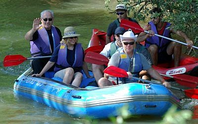 Prime Minister Benjamin Netanyahu, left, and his wife Sara Netanyahu, kayaking in the Jordan river on August 24 , 2010. (Hamad Almakt/ Flash90)