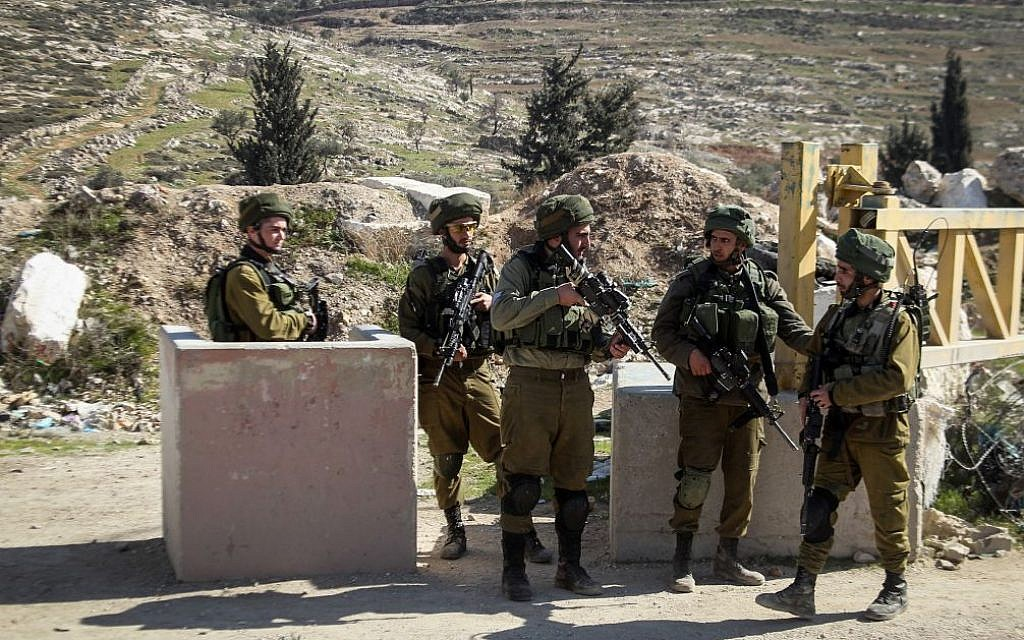 Illustrative: IDF soldiers at a checkpoint in the West Bank. (Wisam Hashlamoun/Flash90)