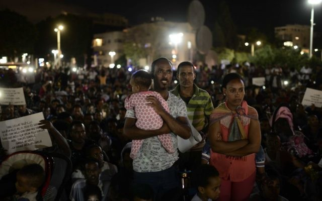 African migrants take part in a protest in Tel Aviv on June 10, 2017. (Tomer Neuberg/Flash90)