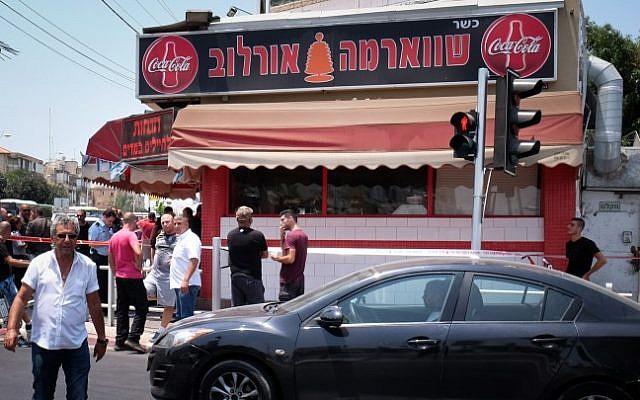 The shawarma shop where a Palestinian man stabbed an Arab-Israeli bus driver in Petah Tikva, July 24, 2017 (Roy Alima/Flash90)