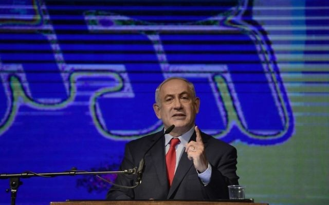 Prime Minister Benjamin Netanyahu speaks at a rally in his support, as he and his wife face legal investigations, held in Tel Aviv, August 9, 2017. (Tomer Neuberg/Flash90)