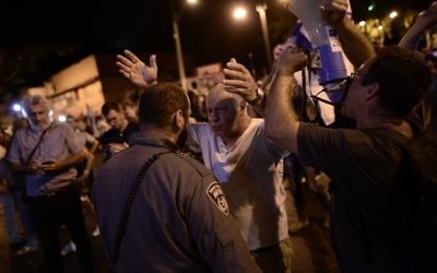 Demonstrators attend a protest against government corruption n Petah Tikva, August 19, 2017. (Tomer Neuberg/Flash90)