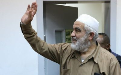 Sheikh Raed Salah, leader of the outlawed Northern Branch of the Islamic Movement in Israel) arrives at court on August 21, 2017. (Flash90)
