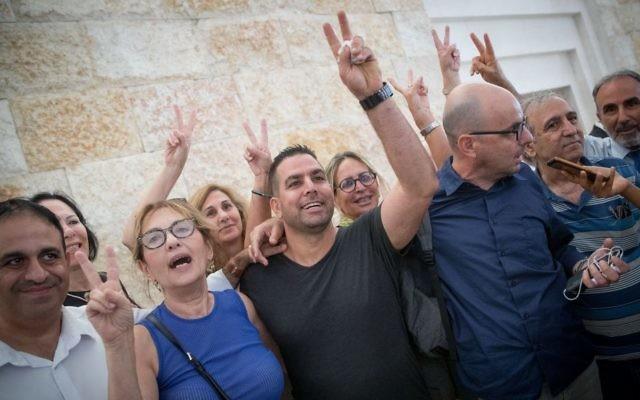 Menny Naftali (C), the former housekeeper of Prime Minister's Residence, and Israeli activist Eldad Yaniv (2R) outside the courtroom of the High Court in Jerusalem, August 24, 2017. (Yonatan Sindel/Flash90)