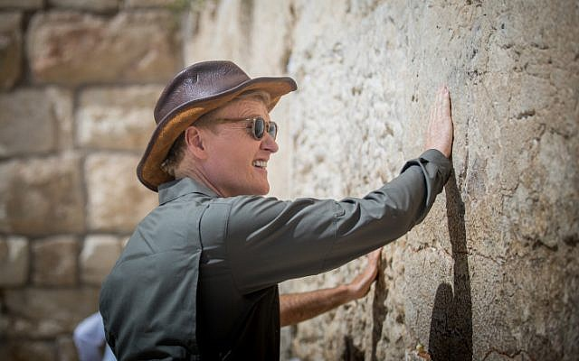 American television host, comedian and producer Conan O'Brien visits at the Western Wall in the Old City of Jerusalem on August 28, 2017. to film an episode of his travel series 'Conan Without Borders.'(Yonatan Sindel/Flash90)