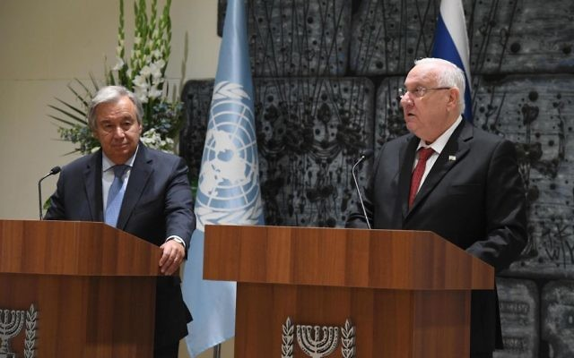 President Reuven RIvlin (R) with UN Secretary General Antonio Guterres at the President's Residence in Jerusalem, August 28, 2017. (Mark Neiman/GPO)