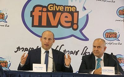Education Minister Naftali Bennett, left and Education Ministry director-general Shmuel Abuav at a press conference in Tel Aviv, August 30, 2017. (Yossi Zamir)