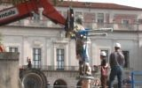 Screen capture from video showing construction workers removing a statue of former Confederate President Jefferson Davis from the University of Texas campus, August 30, 2015. (YouTube/kxan)