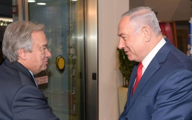 Prime Minister Benjamin Netanyahu (R) welcoming UN Secretary General Antonio Guterres to the Prime Minister's Office in Jerusalem, August 28, 2017. (GPO)