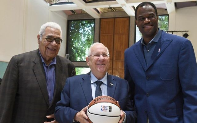 President Reuven Rivlin (C) meets with former NBA players David Robinson (R) and Wayne Embry at the President's Residence in Jerusalem. (Mark Neiman/GPO)