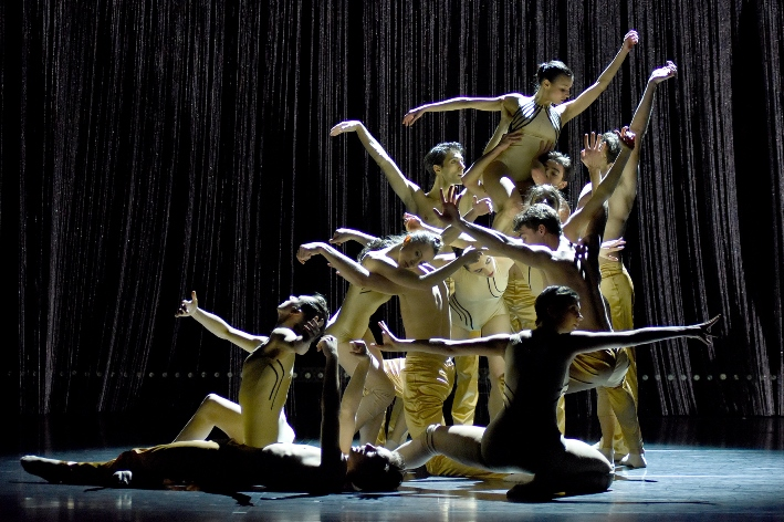 Gauthier Dance//Dance Company Theaterhaus Stuttgart from Germany, will be at Tel Aviv Dance (Courtesy Regina Brocke)