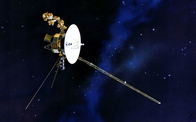 Artist's concept of Voyager in flight. (Public domain: NASA)
