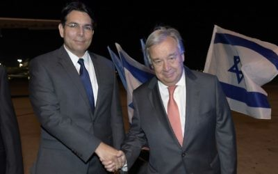 Israel Ambassador to the UN Danny Danon (l) and United Nations Secretary General António Guterres, upon his arrival in Israel, on August 27, 2017. (Shlomi Amsalem)
