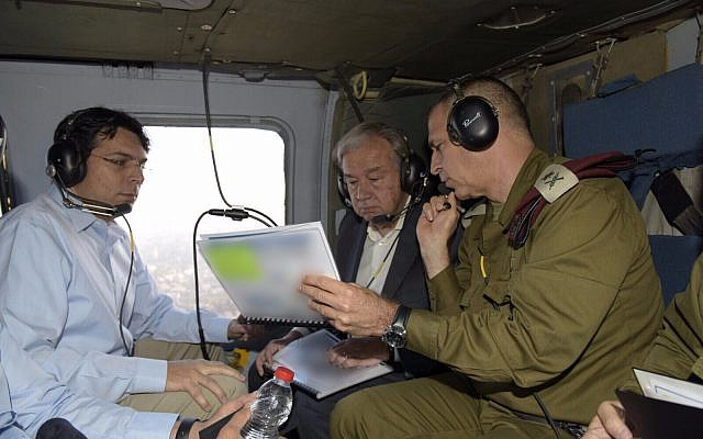 Israel's ambassador to the UN Danny Danon, left, with United Nation's Secretary-General Antonio Guterres, center, and IDF Deputy Chief of Staff Aviv Kohavi, in a helicopter as they review the security situation along Israel's border with the Gaza Strip, August 30, 2017. (Israel UN/Shlomi Amsalem)