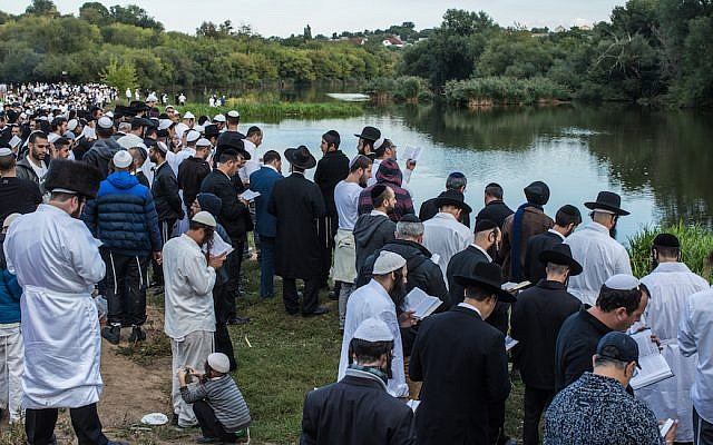 Hasidic pilgrims praying near the burial site of Rebbe Nahman of Bratslav in Uman, Ukraine, September 14, 2015. (Brendan Hoffman/Getty Images via JTA)
