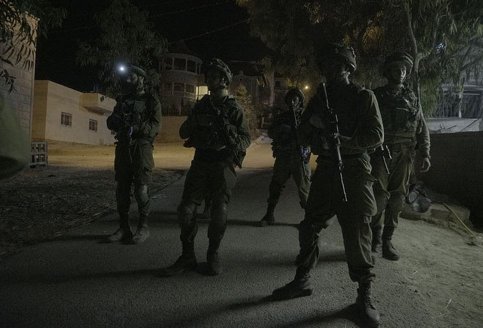 Palestinian tries to stab soldier during West Bank raid, is shot, army says