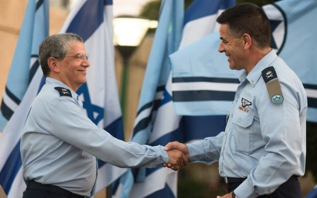Incoming Israeli Air Force chief Maj. Gen. Amikam Norkin, right, shakes hands with outgoing IAF chief Maj. Gen. Amir Eshel salutes during a ceremony at the Tel Nof Air Base on August 14, 2017. (Israel Defense Forces)
