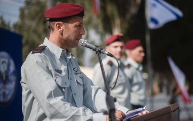 Col. Avi Blot makes an address during a ceremony naming him the new head of the army's Commando Brigade on August 17, 2017. (Israel Defense Forces)