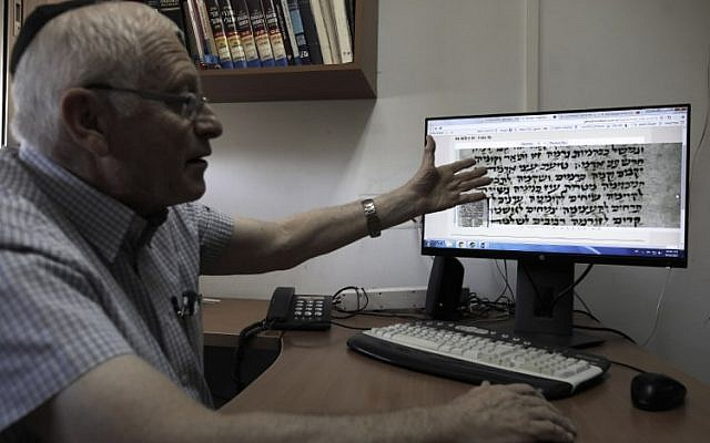 Gabriel Birnbaum, senior researcher at Historical Dictionary Project at Israel's Academy of the Hebrew Language in Jerusalem, shows an old Hebrew text on his personal computer at his office in Jerusalem, August 23, 2017. (AFP/MENAHEM KAHANA)