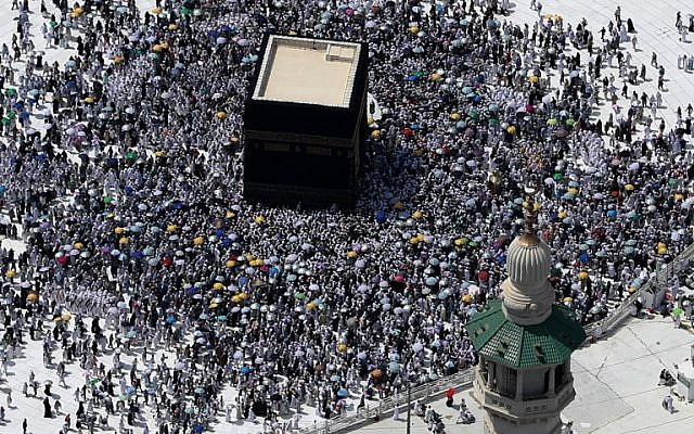 An aerial view shows Muslim pilgrims circling the Kaaba, Islam's holiest shrine, at the Grand Mosque in Saudi Arabia's holy city of Mecca on September 2, 2017. (AFP Photo/Karim Sahib)
