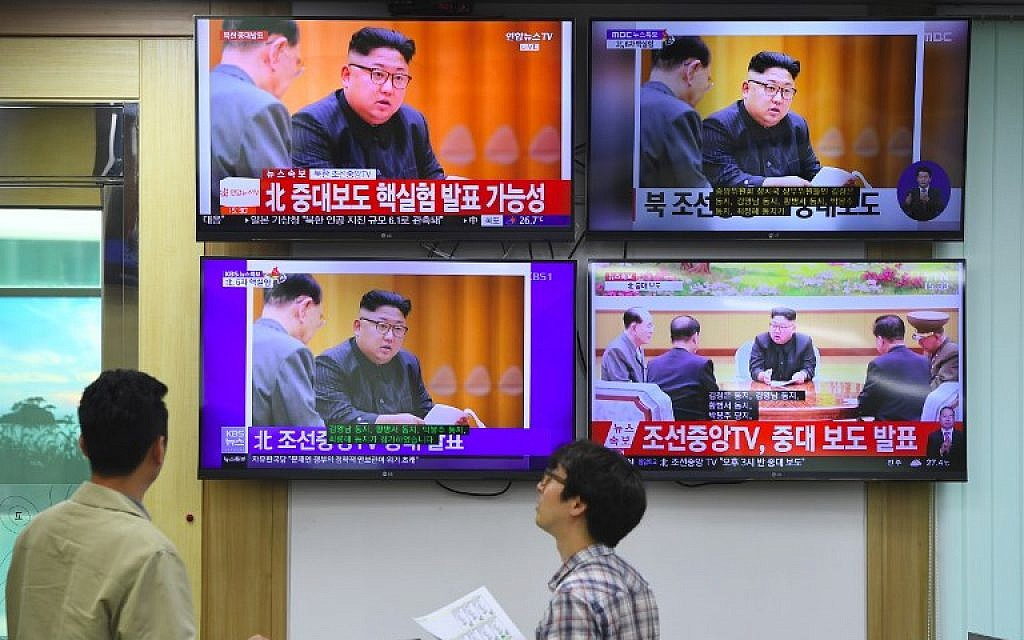 South Korean officials watch news broadcasts showing North Korea's leader Kim Jong-Un, at the Korea Meteorological Administration in Seoul on September 3, 2017. (AFP Photo/Jung Yeon-Je)